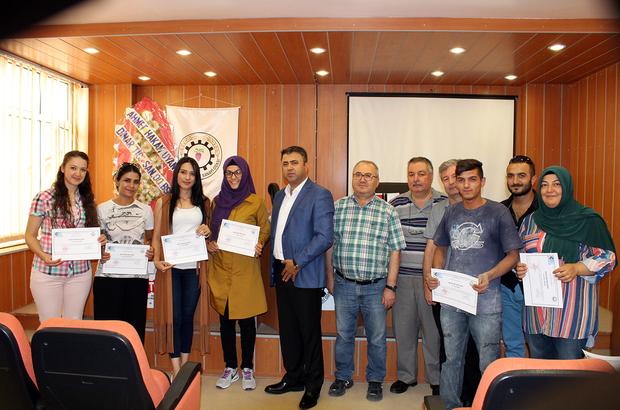 Dinar'da girişimci adayları sertifikalarını aldı