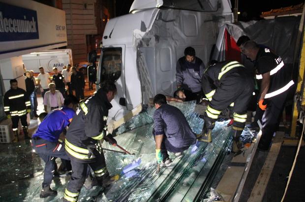 Cam blokların altına kalan 2 işçi yaralandı