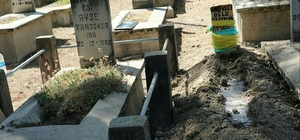 Eşinin yanına 62 yıl sonra mezarlıkta döndü