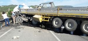 """DÜZELTME """"Bolu'da tırla kamyon çarpıştı: 3 ölü"""" başlıklı haberimizi yeniden düzenleyerek yayımlıyoruz. Saygılarımızla. AA"""