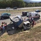 TEM Otoyolu'nda kamyonet devrildi: 8 yaralı