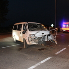 Sakarya'da minibüsle otomobil çarpıştı: 3 yaralı