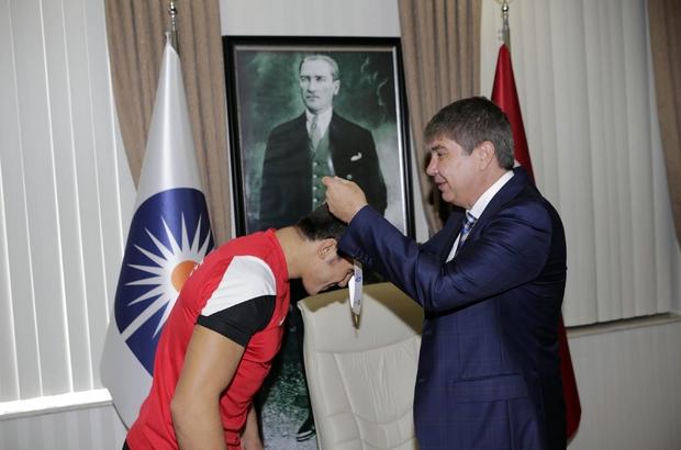 Başarılı Güreşçiden Başkan Türel'e ziyaret