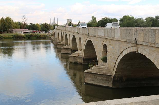 Tarihi Meriç Köprüsü'nün ayakları temizlendi
