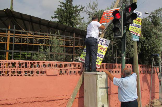 Tarsus'ta uygunsuz yerleştirilen reklam levhaları kaldırılıyor
