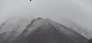 Eleşkirt'te yüksek kesimlere kar yağdı