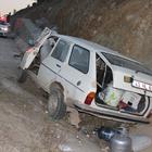 Otomobil istinat duvarına çarptı: 1 ölü, 1 yaralı