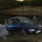 Otomobil baraj göletine düştü: 5 yaralı