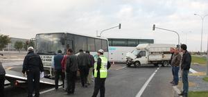 Aksaray'da öğrenci servisi 2 kamyonete çarptı: 12 yaralı