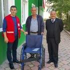 İhtiyaç sahiplerine tekerlekli sandalye yardımı