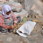 Fatma nine geçimini çömlek yaparak sağlıyor