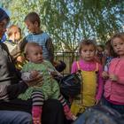 Suriyeli yetim çocuklara kıyafet yardımı