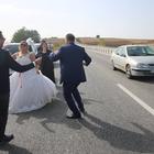 Düğün eğlencesi karayoluna taştı