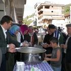 AK Parti'li kadınlar aşure dağıttı