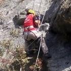 Serik'te kayalıklarda mahsur kalan keçi kurtarıldı