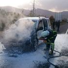 Malatya'da seyir halindeki hafif ticari araç yandı