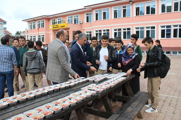 Türkeli'de öğrencilere aşure ikram edildi