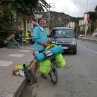 Bisikletle Karadeniz turu yapıyor