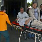 Besni'de traktörün altında kalan kişi ağır yaralandı