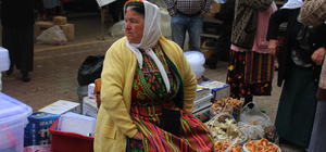 Köylü pazarında mantar bereketi