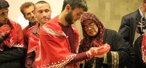 """Elleri kınalanan gençler """"Mehmetçik"""" oldu"""