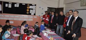 Türk Kızılayından Çukurcalı öğrencilere kırtasiye yardımı