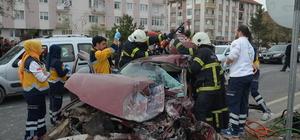 Kütahya'da kamyon ile otomobil çarpıştı: 3 yaralı