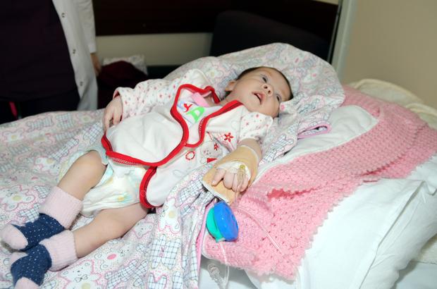 Bir aylık bebeğin kalbindeki delik ameliyatsız kapatıldı