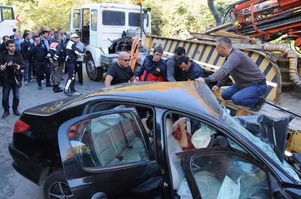 Zonguldak'ta otomobilde sıkışan sürücü güçlükle kurtarıldı