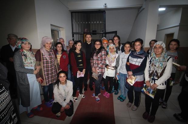 Vali Işın öğrencilerle bir araya geldi