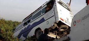 Tarım işçilerini taşıyan midibüs devrildi: 20 yaralı