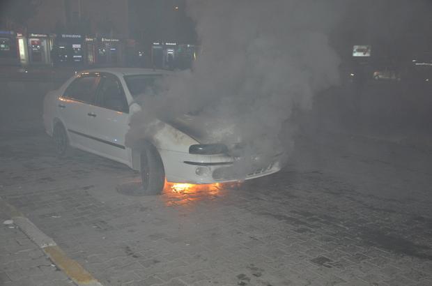 Muş'ta park halindeki otomobil yandı