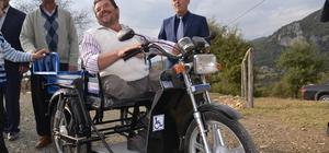 Engelli vatandaşın akülü motor sevinci
