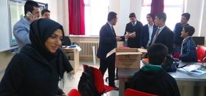 Patnos'ta öğrencilere Kur'an-ı Kerim meali dağıtıldı