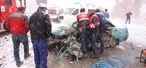 Bayburt'ta otomobil ile kamyon çarpıştı: 1 ölü, 4 yaralı