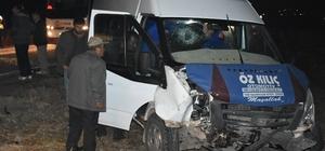 Amasya'da minibüsle otomobil çarpıştı: 7 yaralı