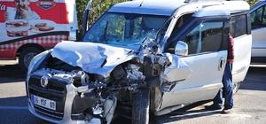 Bursa'da hafif ticari araç ile kamyon çarpıştı: 4 yaralı