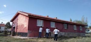 Köy ilkokulunu gönüllü gençler onardı