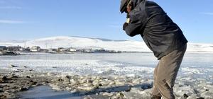 Ardahan'da soğuk hava gölleri dondurdu