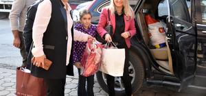 Kaymakam eşinden Karasu'da giysi bankasına ziyaret