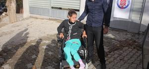 Sason'da engelli kıza akülü sandalye hediye edildi