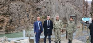 Hakkari Valisi Toprak askerleri ziyaret etti