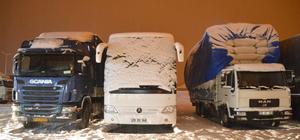 Ağrı'da kar ve tipi ulaşımı aksattı