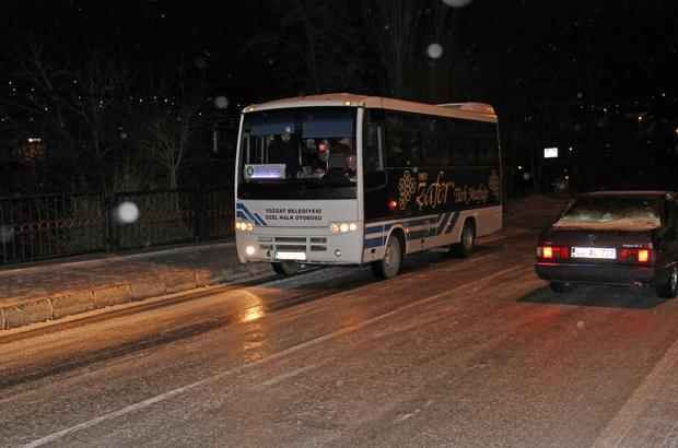 Yozgat'ta sürücüler buzlu yollarda zor anlar yaşadı