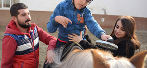 "Küçük Talha engelini ""at üstünde"" aşıyor"