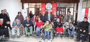 Başkan Özakcan, engellilerin yüzünü güldürdü