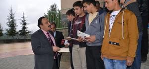 Kahramanmaraş'ta öğrencilere eğitim materyali dağıtıldı
