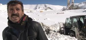 Karda mahsur kalınca 3 bin 10 rakımda şarkı söyleyerek kurtarılmayı bekledi
