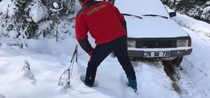 Karda mahsur kalanları Off-Road'cular kurtardı