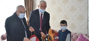 İl Milli Eğitim Müdürü Elmalı, engelli öğrenciyi evinde ziyaret etti